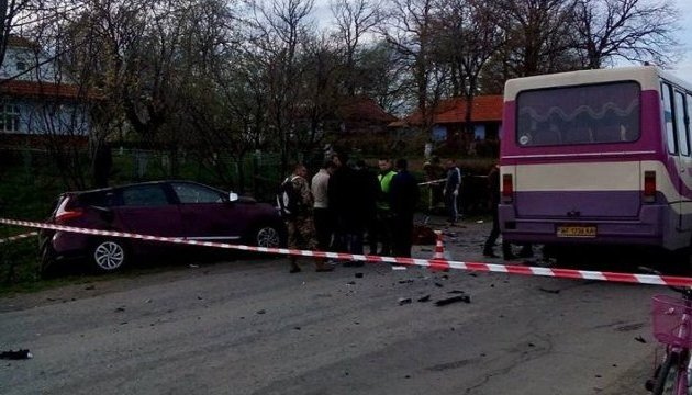 На Львівщині мікроавтобус зіткнувся з легковиком, семеро постраждалих