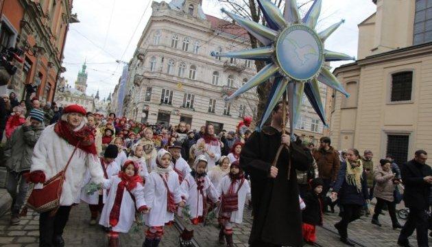 У Львові на Різдво встановили триметрового Дідуха