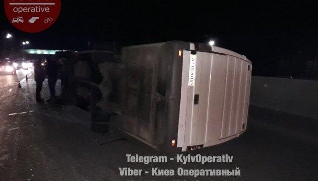 Под Киевом перевернулась маршрутка с пассажирами, есть пострадавшие
