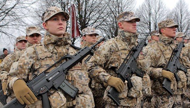 Армия Латвии обустроит постоянную базу возле границы РФ