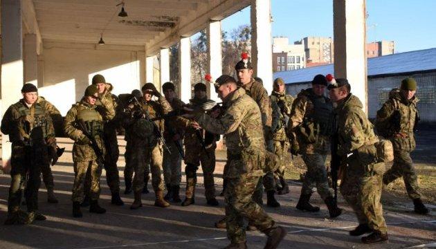 Инструкторы из Британии тренируют украинских военных правоохранителей
