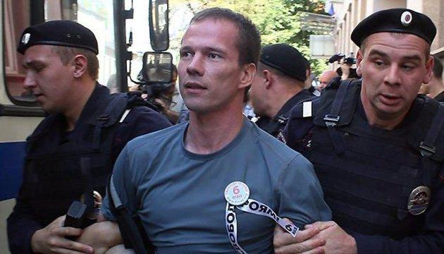 Два дня без еды: московский суд оценил страдания Дадина в полиции в $80