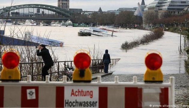 У Німеччині через зимову повінь Рейн вийшов із берегів