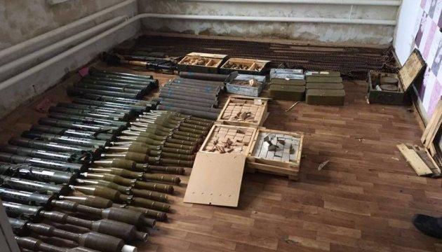 На Луганщине правоохранители изъяли целый арсенал оружия и боеприпасов