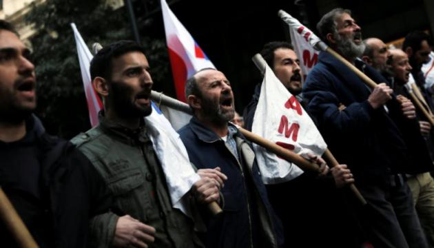 В Греции протестующие штурмовали здание министерства труда