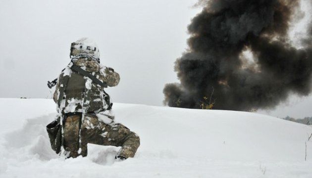 Explosion eines Sprengkörpers tötet zwei Soldaten im Donbass, fünf weitere verletzt