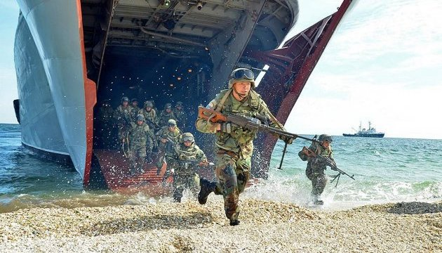 """Військові навчання: бійці ООС """"знищили"""" десант противника на Приазов'ї"""