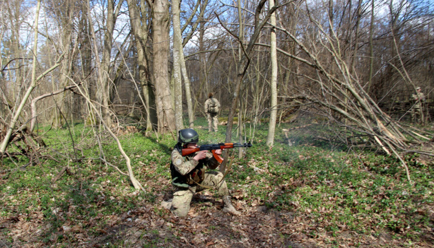 АТО: бойовики здійснили 43 обстріли позицій ЗСУ, поранений один боєць