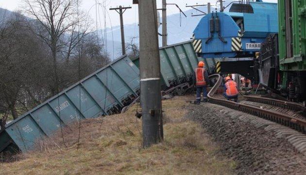 Полиция уверяет, что в аварии поезда на Закарпатье никто не пострадал