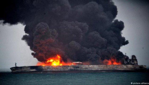 Количество очагов пожара на танкерах в Керченском проливе выросло до пяти