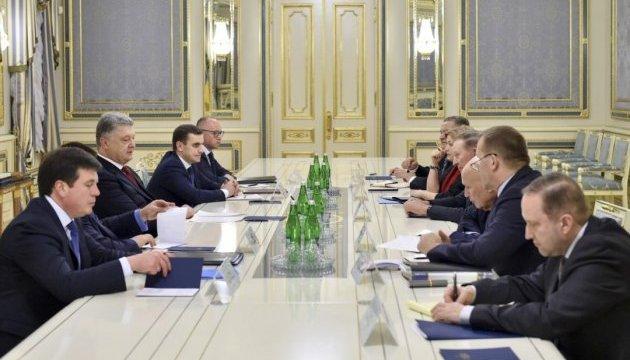 Президент встретился с представителями Украины в Трехсторонней контактной группе