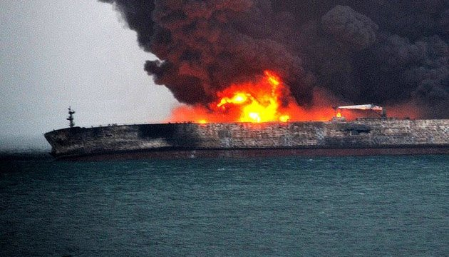 Пожежа на танкері: судно відносить у бік Японії