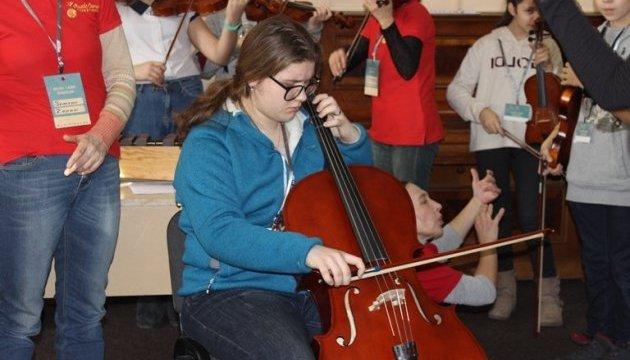В Херсоне в рождественском лагере Music Camp учат детей колядкам народов мира