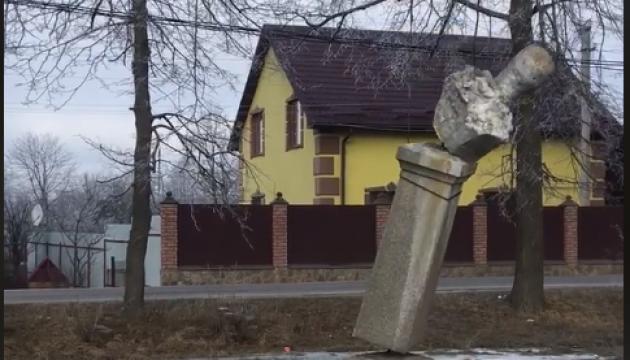 В селе на Ривненщине демонтировали памятник советскому разведчику