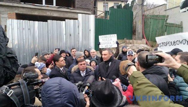 Представитель застройщика на Печерске пообещал Кличко остановить строительство