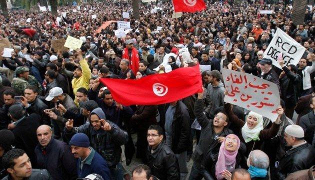 Массовые протесты в Тунисе: власти задействовали армию