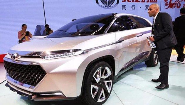В Китае уже до конца года начнут продавать электрокары на автопилоте