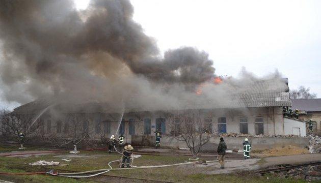 На станции «Одесса-Сортировочная» горят склады