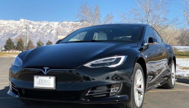 Из электрокара Tesla сделали самый быстрый броневик в мире