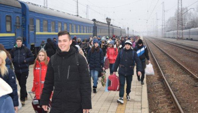 Более 400 школьников из Донецкой области отпраздновали Рождество на Западной Украине