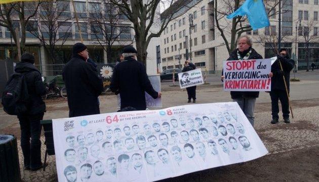 У Берліні пікетували посольство РФ на захист кримських татар