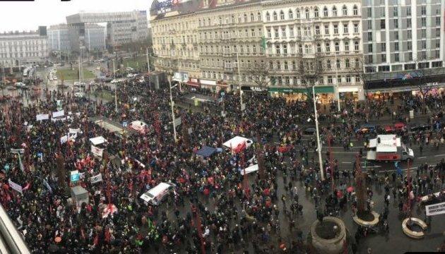 В Вене тысячи людей протестуют против нового правительства Курца
