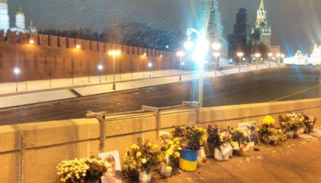В Москве неизвестный попытался разгромить мемориал Немцову
