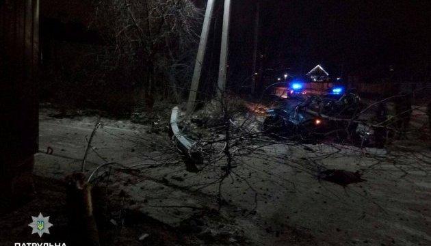 На Киевщине пьяная женщина за рулем сбила фонарь и дерево, убегая от полиции