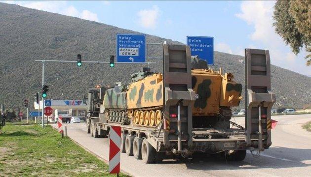 Туреччина стягує військову техніку на кордон із Сирією