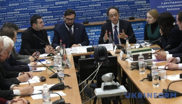 Експерти назвали ймовірні сценарії розвитку ситуації на Донбасі й Криму