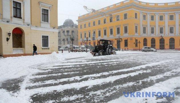 Білий апокаліпсис: на Одещині обмежили рух автобусів