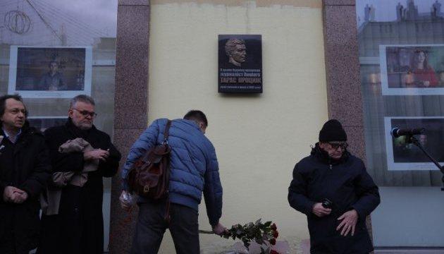 В Укрінформі відкрили меморіальну дошку загиблому в Іраку журналісту Reuters