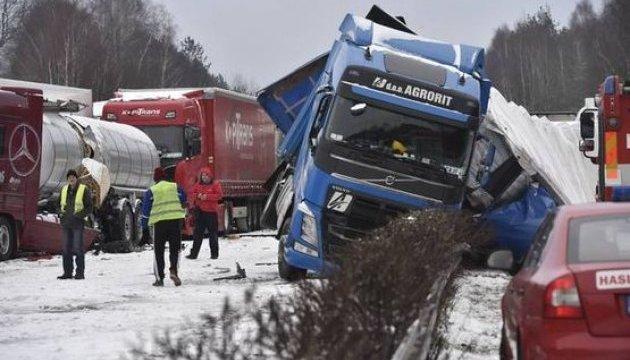 Масштабна ДТП у Чехії: зіткнулися понад 40 автомобілів