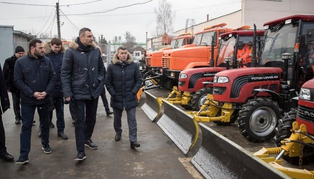 Київ добре підготувався до снігопадів - Кличко після огляду нової спецтехніки
