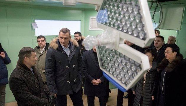 Київ продовжить закупати обладнання і ремонтувати лікарні - Кличко
