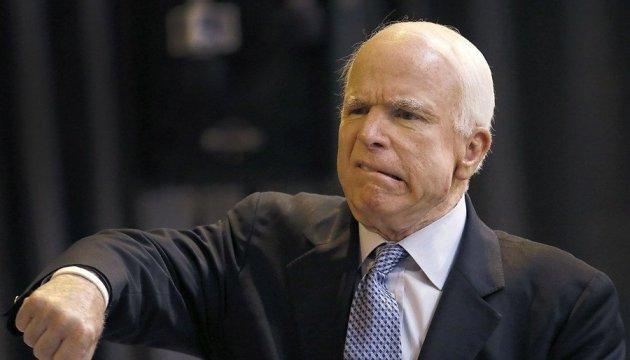 Маккейн підтримує надання спецпрокурору Мюллеру законодавчого імунітету