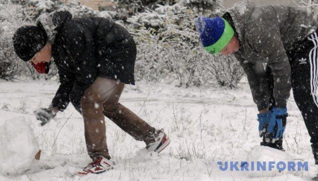 На півдні та сході України погіршення погоди: мокрий сніг, хуртовини, ожеледиця