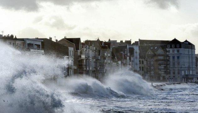 У Нідерландах через шторм оголошено найвищий рівень надзвичайного стану - МЗС