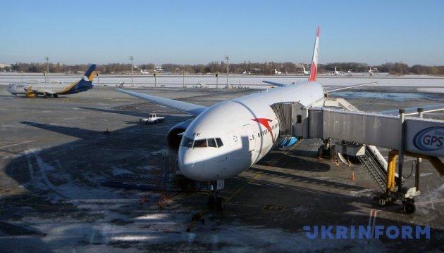 Столичні аеропорти через снігопад скасовують внутрішні рейси