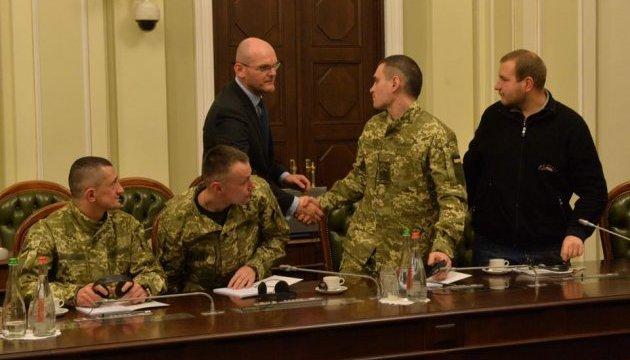 Звільнені українські заручники зустрілися з послами країн G-7 та ЄС