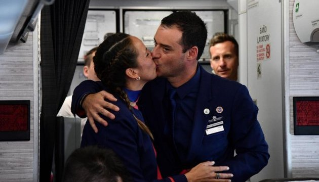 Папа Римський обвінчав пару під час польоту