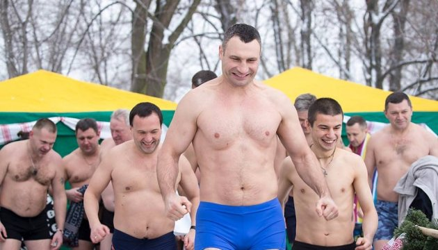 Kyiv city mayor Vitali Klitschko dives into water to celebrate Orthodox Epiphany. Photos