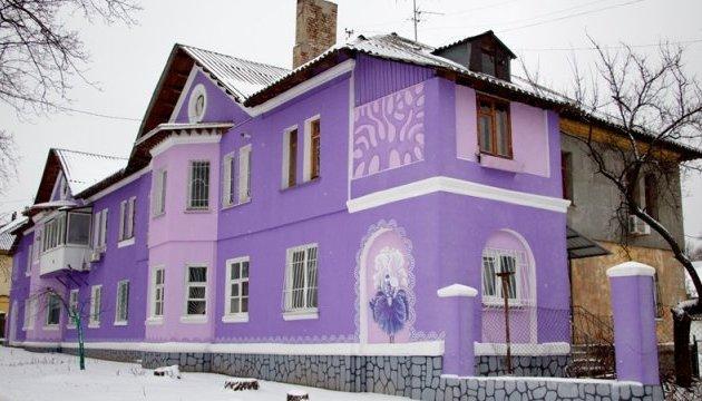 Дніпряни перетворили своє житло на казковий будиночок