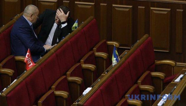 В останній день сесії у Раді - близько 50 депутатів
