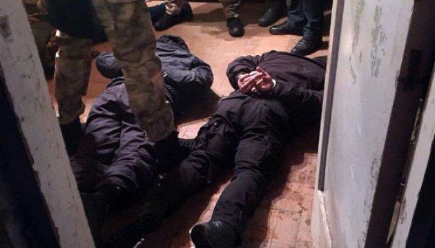 На Донеччині злочинці тримали підприємця у промзоні, вимагаючи $20 тисяч
