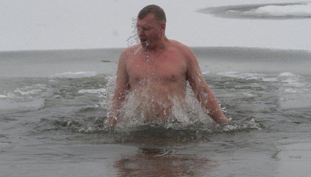 Лікар розповів, як підготуватися до купання в ополонці