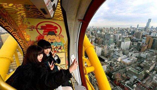 В Японії відремонтували химерне колесо огляду