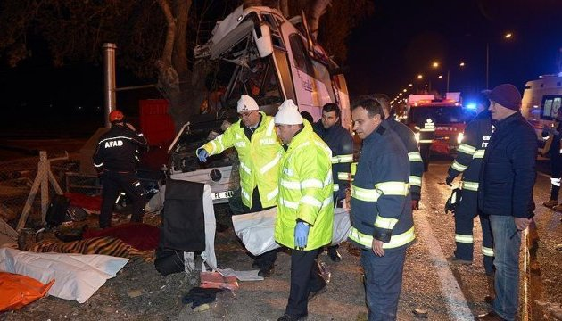 У Туреччині розбився автобус з туристами: 11 загиблих, 44 поранених