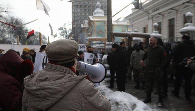 Активісти під Радою вимагають прибрати намети з вулиці Грушевського