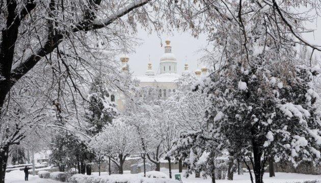 Харківщину замело снігом, очікують заметілі і вітер до 30 м\с